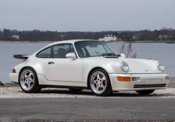 На продажу выставили уникальный автомобиль Porsche 964 Turbo, который четверть века простоял в гараже