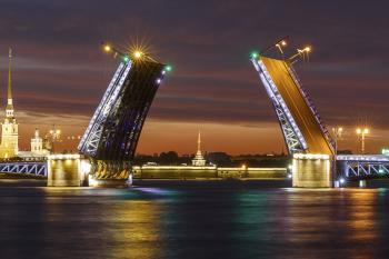 Как упростить перевозку груза по маршруту Москва Санкт-Петербург?